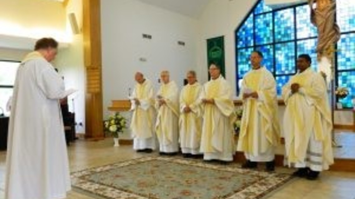 J 2 Renewal of priestly commitment
